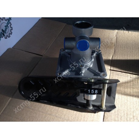 Педаль тормоза (в сборе с клапаном) XCMG ZL30G/ZL50G/LW321/LW300/LW541