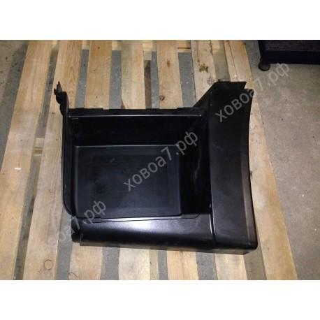 Подножка пластмассовая нижняя левая (тягач) HOWO A7