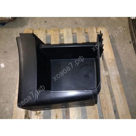 Подножка пластмассовая нижняя правая (тягач) HOWO A7